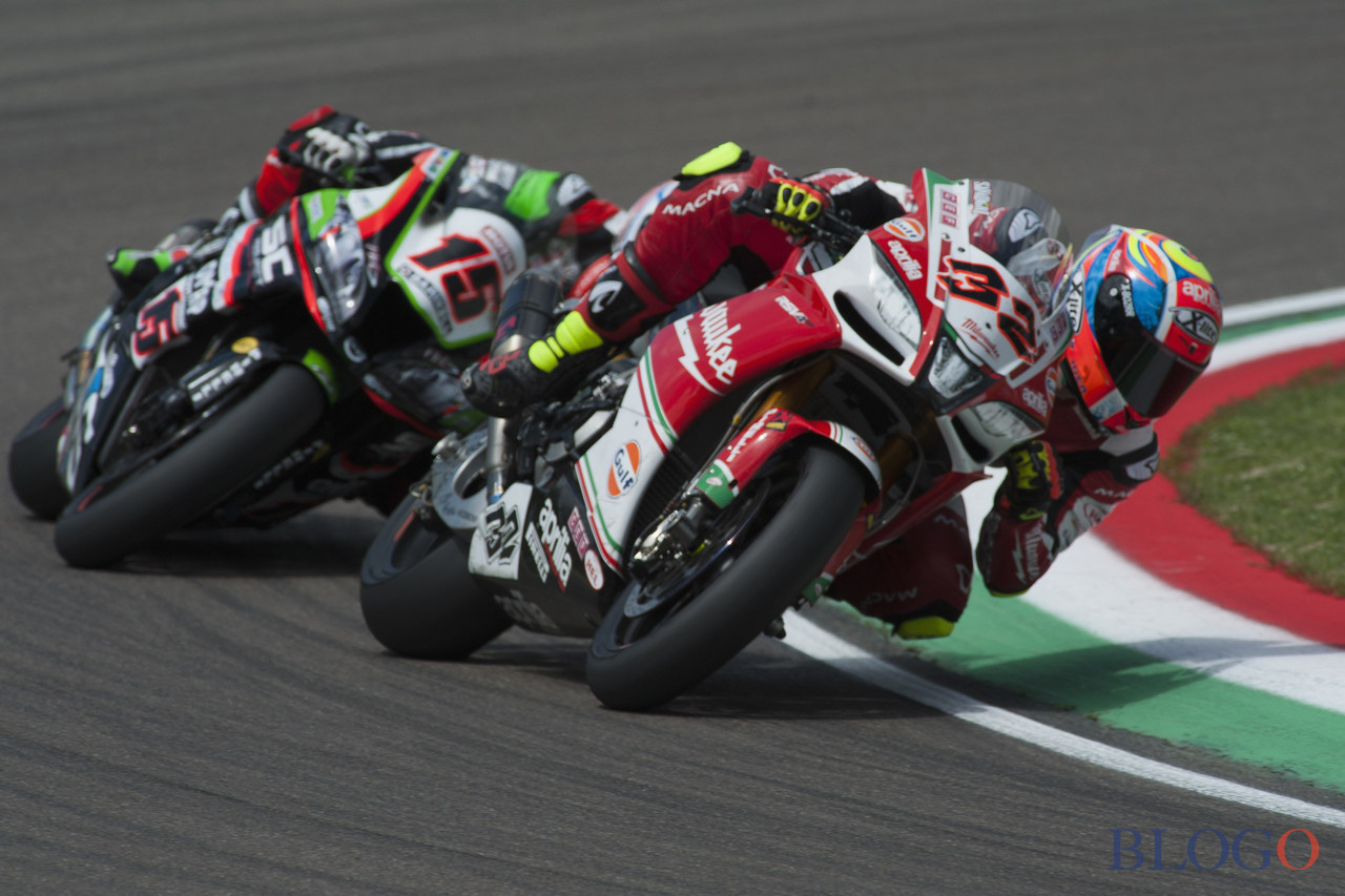 IMOLA, ITALY - MAY 13: Lorenzo Savadori of Italy and Milwaukee Aprilia  leads Alex De Angelis of Rep. San Marino and Pedercini Racing during the Race 1 during the FIM Superbike World Championship - Race 1 at Enzo and Dino Ferrari Circuit on May 13, 2017 in Imola, Italy.  (Photo by Mirco Lazzari gp/Getty Images)