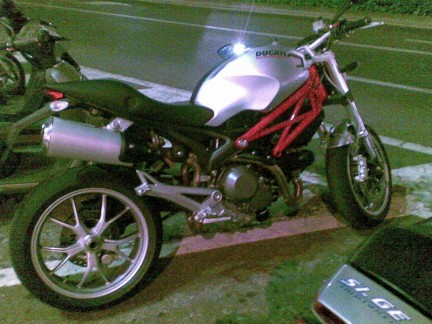 Foto spia Ducati Monster 1100 2009