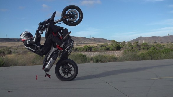 Game of Hype: sfida a colpi di tricks tra Ducati Hypermotard