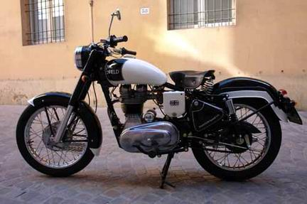 Una special Royal Enfield per clebrare il fascino Rolls Royce