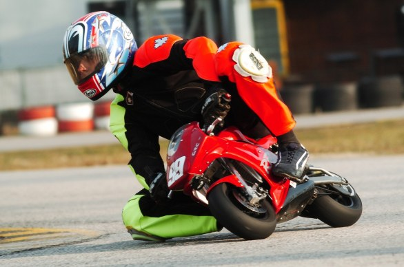 Scatto in Corsa: Minimoto in pista