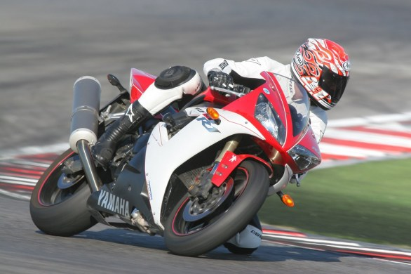 Scatto in Corsa: Yamaha R1 del 2002