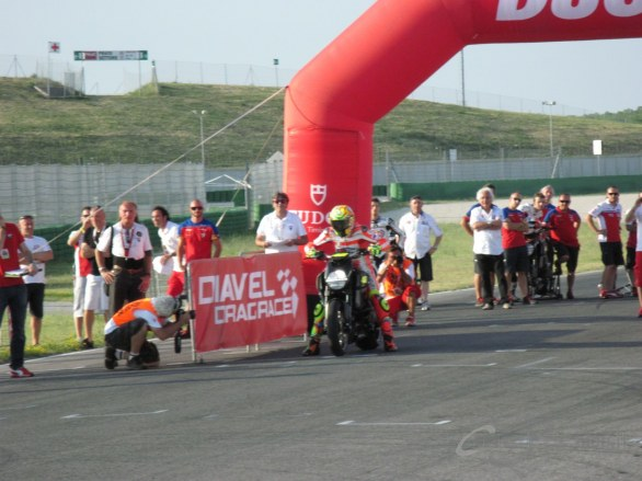 WDW 2012 - Diavel Drag Race