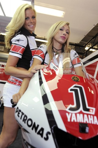 Yamaha Umbrella Girl Competition